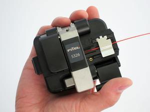 Beispiel eines Brechgerätes für Telekom-Fasern